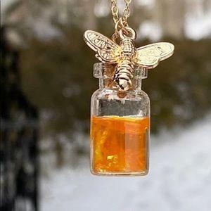 NWT Gold Honeybee Bee Jar Honey Pendant Necklace